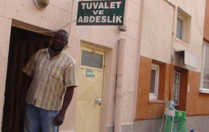 9 Dil Bilen Profesör, Asgari Ücretle Tuvalet Temizliği Yapıyor…!