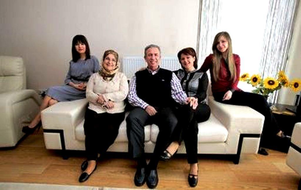 Mansur Yavaş'ın Ailesi Mansur Yavaş, Eşi Nursen Yavaş, Armağan Yavaş ve Çağlayan Yavaş