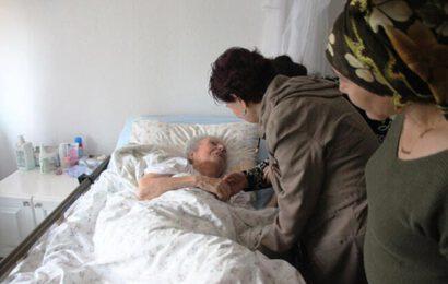 Fatma Girik  Annesi İle Hasret Giderdi! Gözyaşlarını Tutamadı