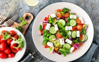 Hafif ve Doyurucu: Yunan Salatası Tarifi